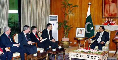 President Zardari speaks to American Congressmen
