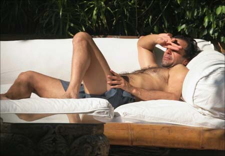 Imran Khan sunbathing in Mumbai