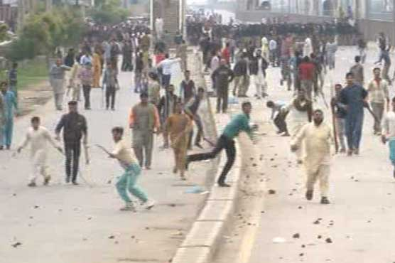 Lahore Christians Throwing Rocks at Security Forces