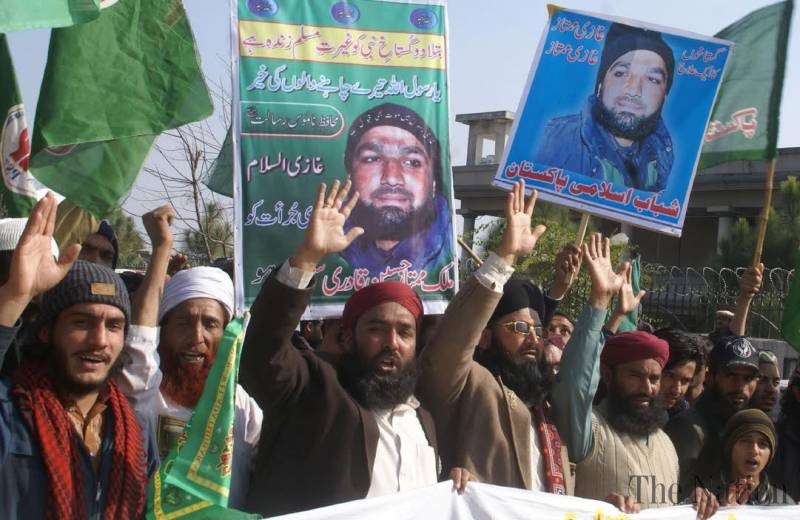 Supporters of convicted target killer Mumtaz Qadri